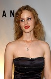 Thora Birch Photo - Rodeo Drive Walk of Style Honores Giorgio Armani in Beverly Hills CA 09092003 Photo by Fitzroy BarrettGlobe Photos Inc Thora Birch